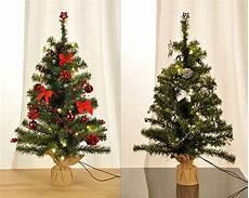 weihnachtsbaum rot silber geschmückt geschm 252 ckter weihnachtsbaum 75cm mit 20 led 180 s tannenbaum
