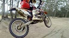 cross jumping a dirt bike minimum maximum air