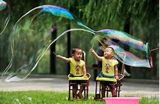 bulle de savon géante meme leurs bulles de savon