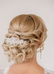 coiffure mariage chignon coiffure mariage cheveux chignon boucles tresse bijou