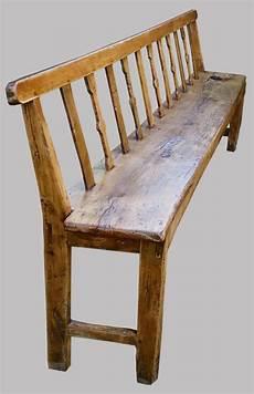 banc de cuisine en bois avec dossier et large banc breton ancien en bois naturel avec un