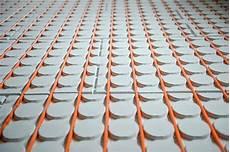 verlegung elektrische fußbodenheizung fussbodenheizung strom verlegung einer elektrischen fuabodenheizung elektro stromkosten sparen