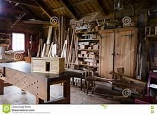 alte fensterläden kaufen alte tischler kaufen mit dem werkst 252 ck und den werkzeugen