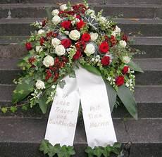kranz beerdigung preis pin sigrid massuthe auf trauerkr 228 nze trauerkranz