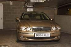 pub voiture jaguar surrey pub falls in with his jaguar named goldie