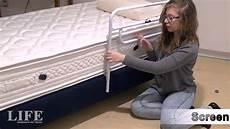 anziani a letto sponda letto anticaduta screen