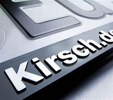kennzeichenhalter mit logo kennzeichenhalter erut de luxe schrift logos erhaben