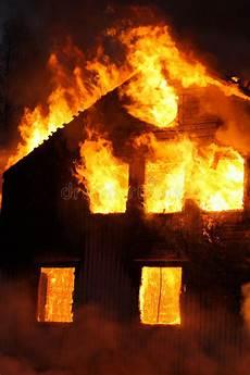 Malvorlage Brennendes Haus Brennendes Haus Stockbild Bild Flammen Feuer Hei 223