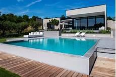 piscine sur terrain en pente maison contemporaine avec piscine et v 233 g 233 tation id 233 e