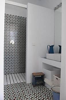 italienne avec lavabo des sols originaux pour la salle de bain d 233 coration