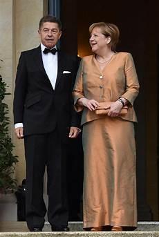 Angela Merkel So Unterst 252 Tzt Sie Ehemann Joachim Sauer