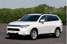 Mitsubishi To Unveil New Outlander In Hybrid Ev In