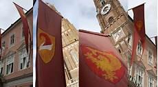 Symbolik Der Laho Fahnen An Unserer Praxisfassade
