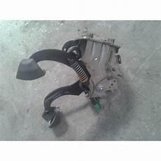 pedale de frein p 233 dale frein et embrayage peugeot 207 active auto