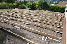 fabrication d une terrasse en bois montage d une terrasse en bois sur plot beton veranda