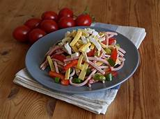 wurstsalat mit k 228 se paprika und tomaten rezept mit bild