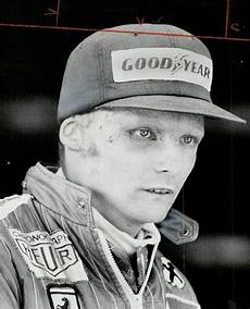 niki lauda unfall the injured niki lauda raced again seven weeks after