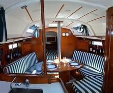 interno barca a vela crociera in barca a vela in albania fascino di una