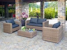 divanetti in vimini da esterno arredamento da giardino salotti da esterno divani rattan