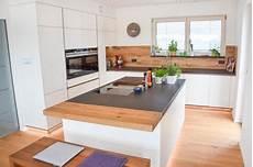 küche matt weiß k 252 che matt wei 223 und eiche altholz in 2019 altholz k 252 che