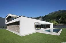 einfamilienhaus pool flachdach steinfassade