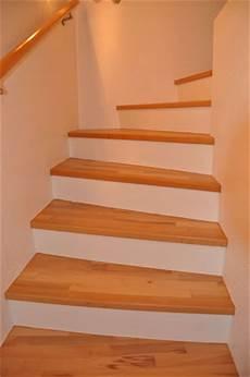 treppe mit holz belegen