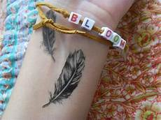 feder handgelenk feather on the wrist artsy feather