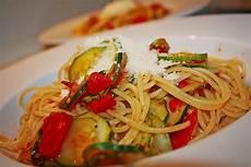 Spaghetti Mit Zucchini Und Tomaten Elibery Chefkoch De