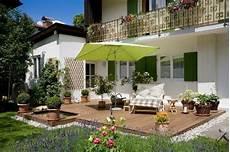 terrassenumrandung mit pflanzen moderne garten idee terrassen deko 10 terrassen deko