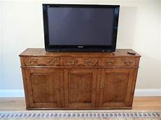 Oak Sideboard With Tv On Automatic Lift Corwell