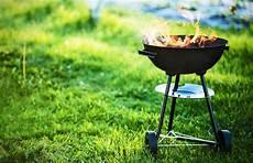 gril de barbecue avec le feu image stock image du vert