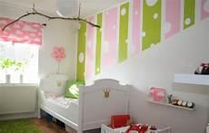 wandgestaltung farbe kinderzimmer mädchen wandfarben ideen kinderzimmer maedchen gruen rosa streifen