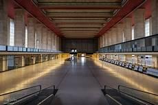fotograf berlin tempelhof flughafen berlin tempelhof bernd drawe lichtblau