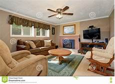 Wohnzimmer Amerikanischer Stil - typical american living room with brown and