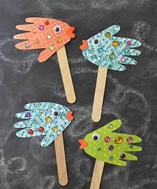fische basteln mit kindern basteln mit 2 j 228 hrigen kleinkindern 20 ideen mit papier