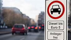 Diesel Fahrverbot Vor Gericht Welche Anspr 252 Che Haben