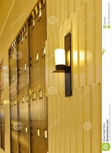 illuminazione esterna a parete costruzione commerciale esterna alla notte lada da