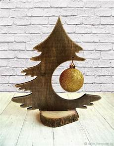 Basteln Weihnachten Holz - wooden tree makes a lovely way to display a