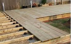 pose lambourde terrasse bois quelles lambourdes choisir pour plancher le
