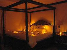 romantisches bett mit kerzen lights bedroom decoration for valentines day