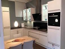 Küchenzeile Günstig Mit E Geräten - kueche mit theke guenstig wohnkultur design haarstyling