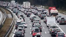 stauprognose weihnachten 2018 adac stauprognose aktuell volle autobahnen hier staut es