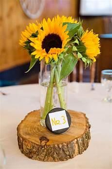 Tischdeko Mit Sonnenblumen In 2019 Sonnenblumen Hochzeit