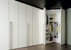 armadio con angolo armadio con cabina idee di design per la casa