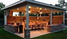 pergola bioclimatique avec abri de jardin toit plat resine