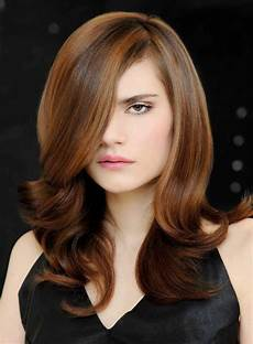 in fashion haircuts for dynamic hairstyle with highlights to create depth