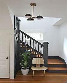 d 233 co salon contremarches et re d escalier gris