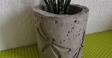 blumentopf aus beton herzen blumentopf aus beton