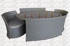 divani esterno rattan sintetico tavolo ovale rattan sintetico grigio con divani per