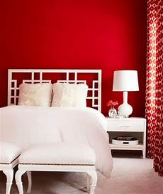 Schlafzimmer Rote Wand - bedroom with white curtains and walls bold